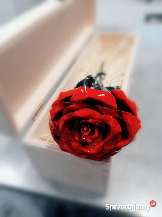 Róża z metalu  - rękodzieło