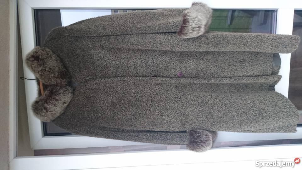Piękny płaszcz zimowyobszyty naturalnym Maków