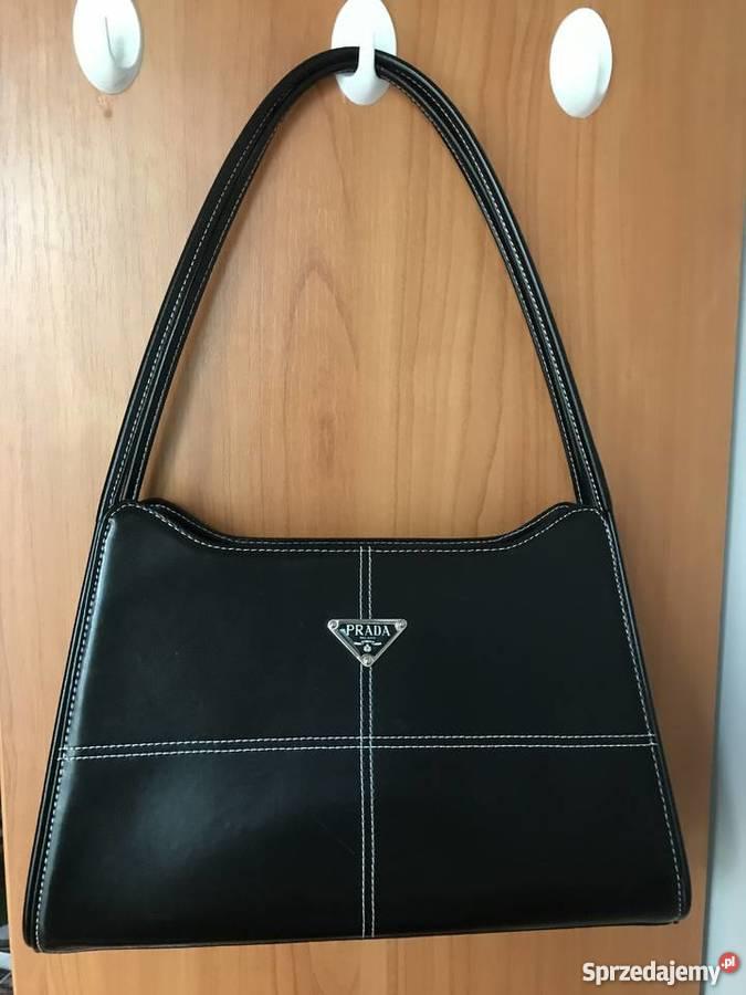 PRADA Czarna torebka na ramię