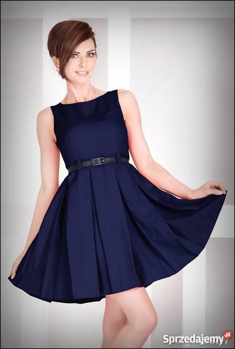 c63f4d69f0 jokastyl Rozkloszowana granatowa sukienka pasek niebieski Mykanów