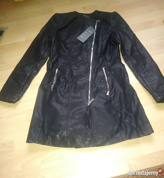 czarna kurtka typu