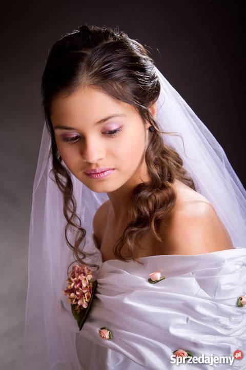 Fryzury ślubnekomunijne I Okolicznościowe Makijaż