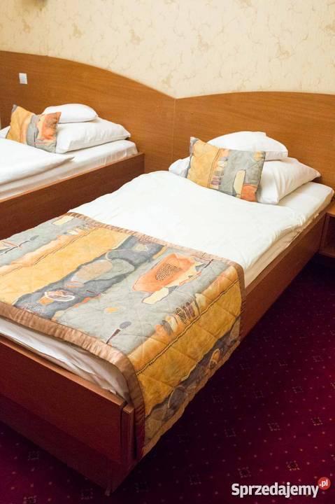 Sprzedam Solidne łóżka Hotelowe