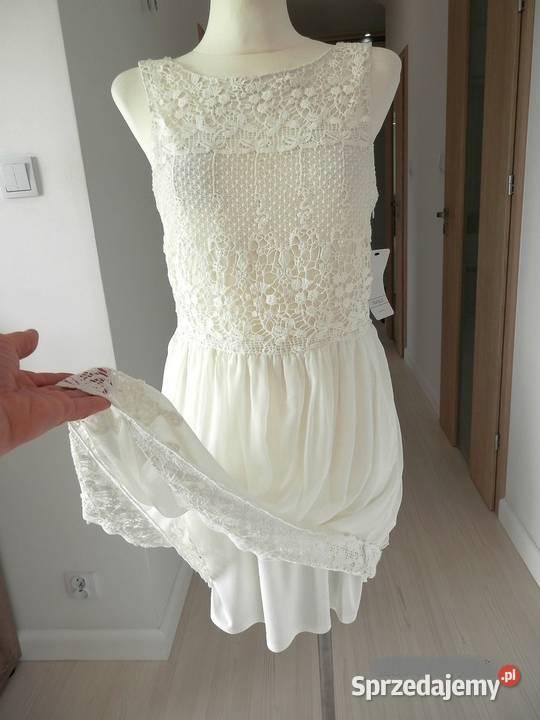 zara sukienka rozkloszowane rękawy z koronką