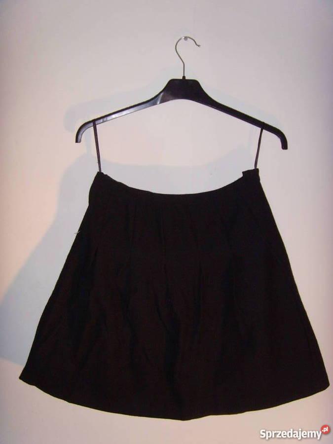 Rozkloszowana czarna spódnica Marks&Spencer