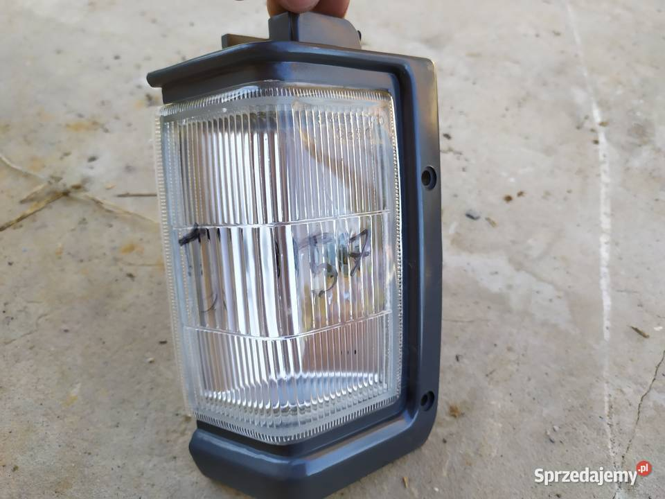lampa przednia prawa Nissan