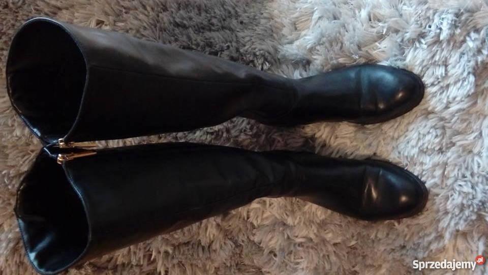 Czarne buty oficerki CCC z ozdobnymi zamkami