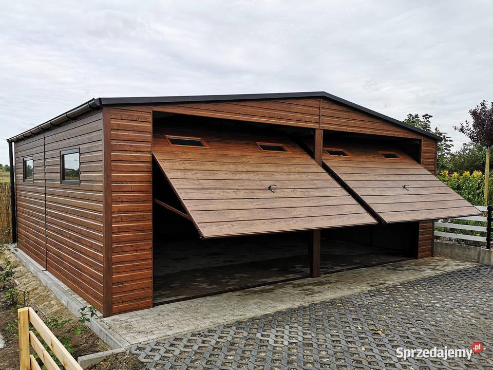 Drewnopodobny garaż 7x5 m dwuspadowy bramy okna rynny okucia