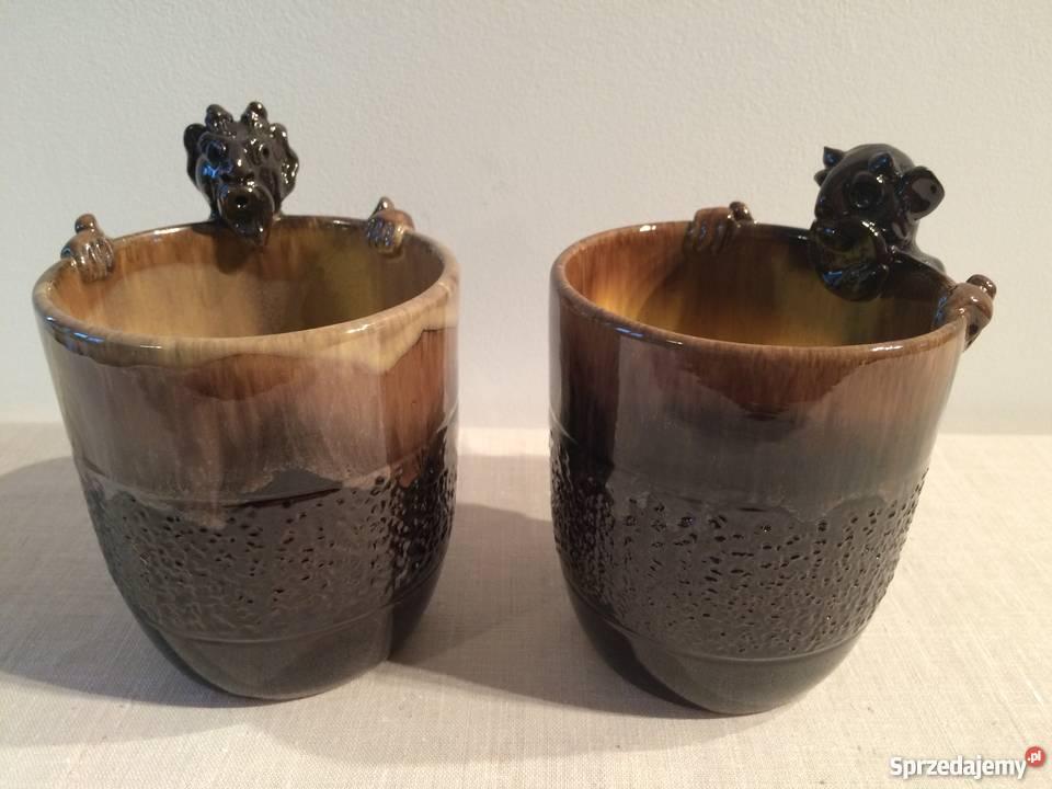 Ceramiczne naczynia z uchwytem w kształcie Warszawa