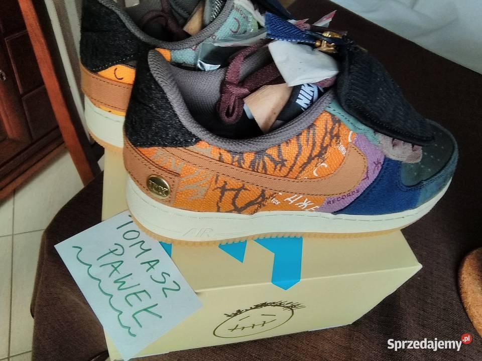 42) Nike Air Force 1 x TRAVIS SCOTT