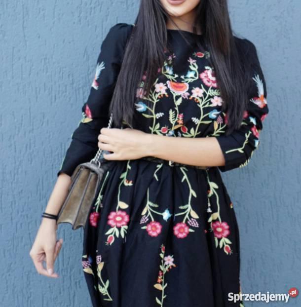 zara sukienka z haftem z kwiatem