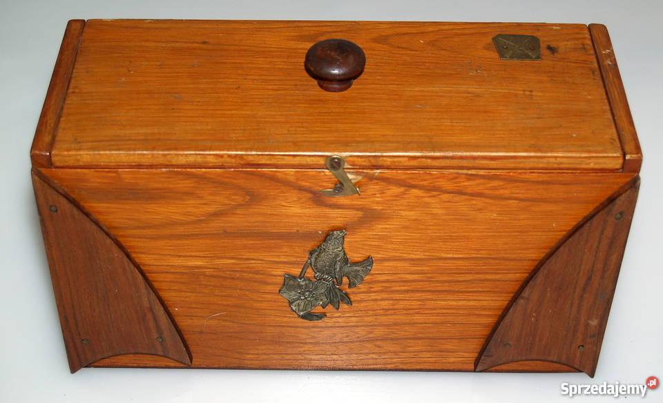 Przedwojenne myśliwskie drewniane pudełko.