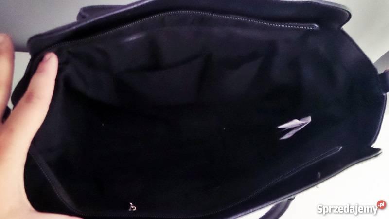 2687b8ab92317 Czarna sztywna torebka sinsay z paskiem Płock - Sprzedajemy.pl