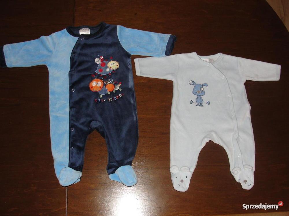 Modne ubranka dla dzieci: płaszcz przeciwdeszczowy z folii – jaka cena? Rodzice dbają o to by ubranka dziecięce były modne, a zarazem wygodne i funkcjonalne.