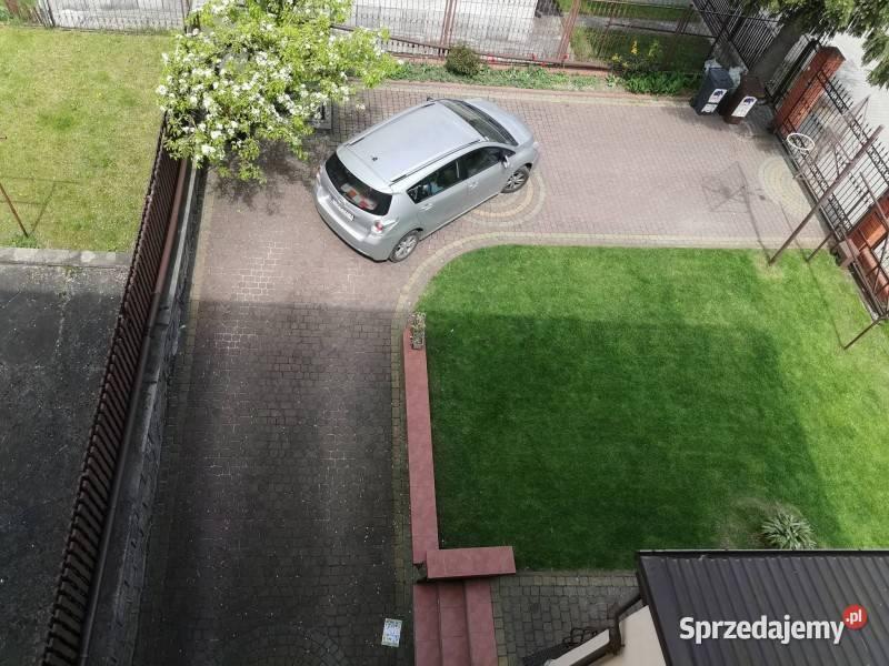 Dom w zabudowie bliźniaczej o powierzchni około 220 m2
