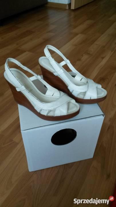 dd875c229ecef Białe sandałki na koturnie 37 nowe Rozmiar 37 Sandały i klapki Toruń