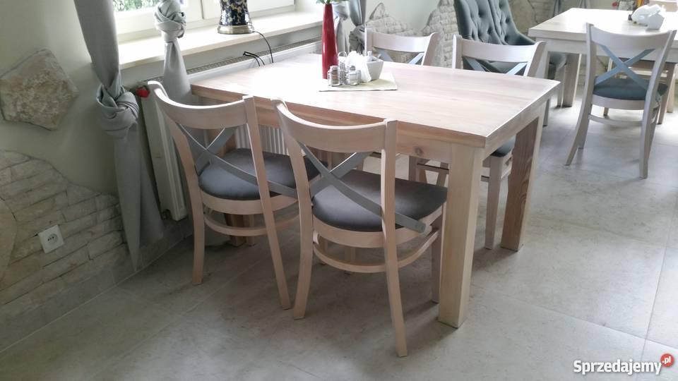 Krzesło fotelik wygodne białe z krzyżykiem w oparciu
