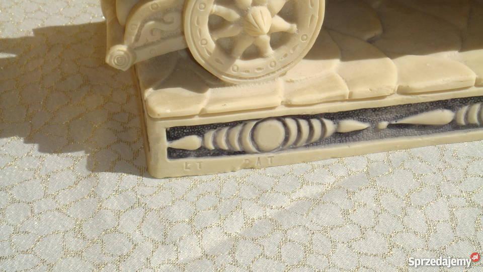Rydwan rzeźba sygnowana konie z alabastru antyk sprzedam