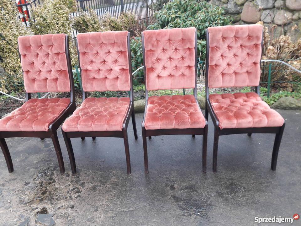 cztery krzesła tapicerowane