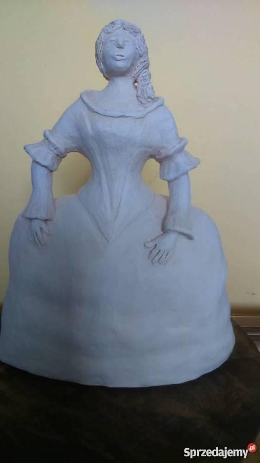 Rzeźba z gliny, wykonana ręcznie.