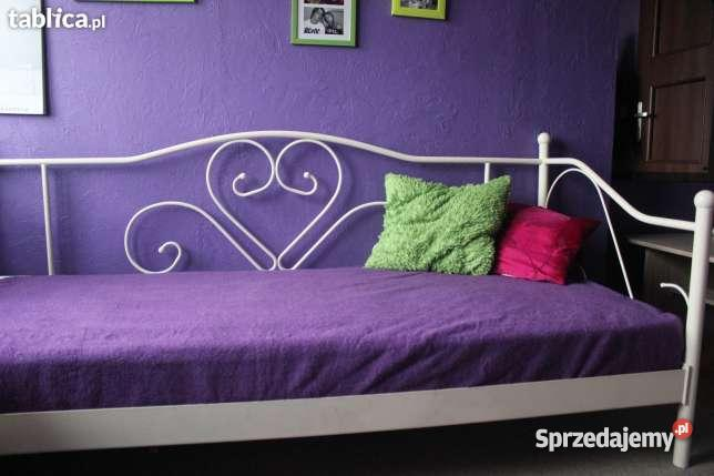 Białe łóżko Jysk