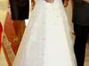 śliczna suknia ślubna z koronkowym zdobieniem - miniaturka