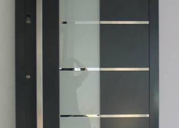 Drzwi wejściowe zewnętrzne aluminiowe Schüco - zawiasy kryte