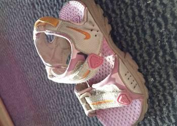 Sandały dziewczęce Nike rozm.23,5