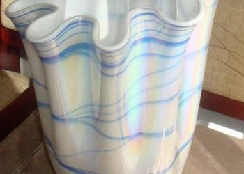 Pofalowany szklany wazon