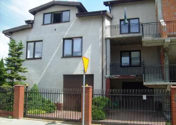 Pilnie sprzedam dwa domy mieszkalne na narożnej działce w Zabkach!!!!!