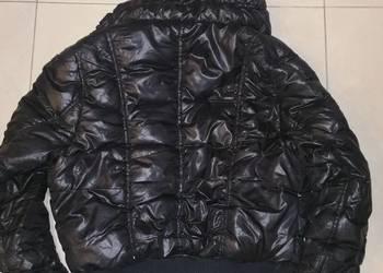 Krótka kurtka puchowa firmy escada hugo