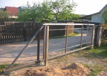 Brama przesuwna pod wypełnienie ogrodzenia