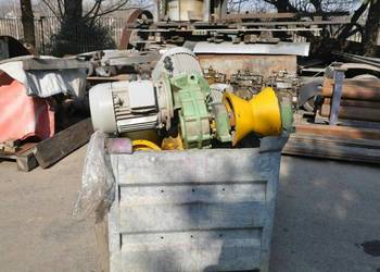 Podajnik rolkowy z przekładnią i silnikiem