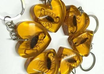 Serduszko naszyjnik zawieszka do kluczy skorpion zatopiony