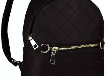 Stylowy czarny plecak pikowany