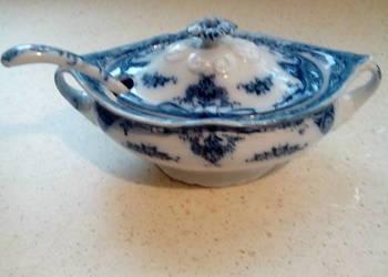 Sosjerka sygnowana z niebieskiej porcelany angielskiej