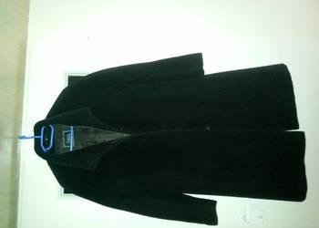płaszcz z owczej wełny firmy PABIA.