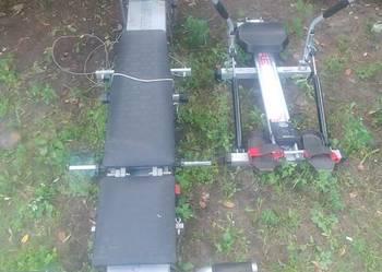 Sprzęt do ćwiczeń: wielofunkcyjna ławka i wioślarze hydrauli