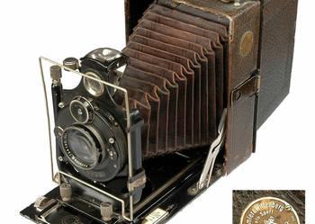 Zabytkowy aparat fotograficzny z mieszkiem