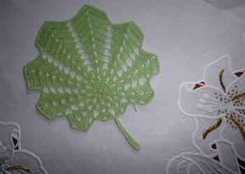 Serwetki różne robione szydełkiem / na szydełku liść zielony