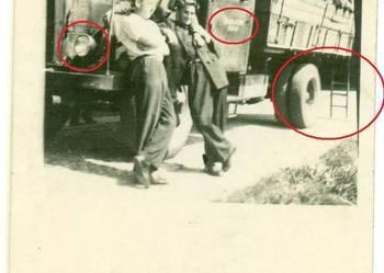 Stara fotografia samochód ciężarówka odbudowa miasta 1950r