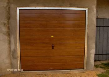 Brama Garazowa w kolorze Dąb Orzech, Winchester, Mahoń