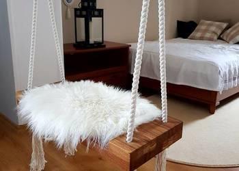 Huśtawka drewniana dębowa Cozy Scandinavian Loft Na sesje