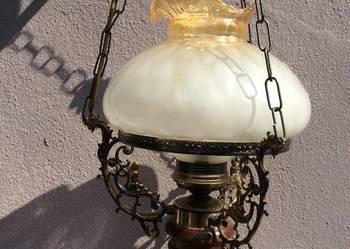 lampa wisząca stylizowana na naftowa