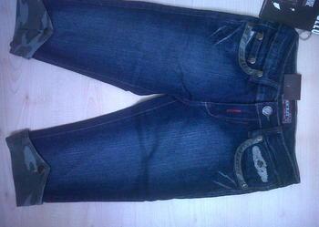 Nowe spodnie  dzinsowe  rozm.128cm,MODNE,za 1/2 ceny
