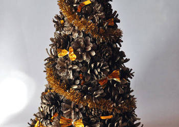 Choinka z szyszek złota, dekoracja bożonarodeniowa