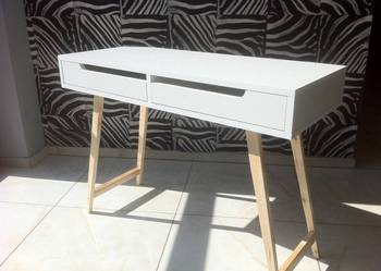 Biurko w stylu skandynawskim białe, nogi drewno sosnowe