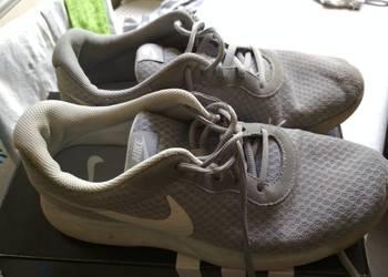 przewiewne szare Nike