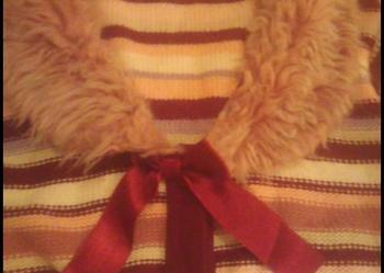 Cudny, niepowtarzalny, oryginalny swetrowy płaszcz w paski z futrzanym kołnierzem 152-158 cm GEORGE Tanio