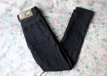 czarne jeansy cheap monday 26/30 XS